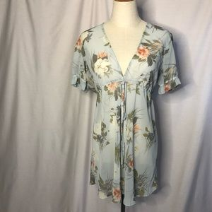 PEA IN A POD Maternity sheer floral blouse Size 10